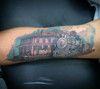estacion de trenes tatuaje realizado por Rene pacheco