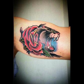 Pantera/Rosa tatuaje realizado por Toño Ramirez (Core)