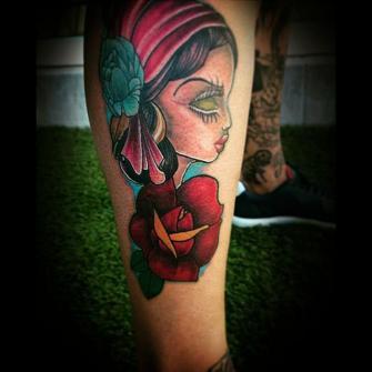 Mona color en el pie tatuaje realizado por Toño Ramirez (Core)