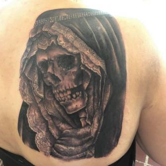 Santa Muerte tatuaje realizado por Alejandro Hernández (Piolink)