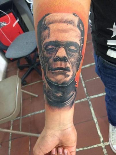 Frankenstein tatuaje realizado por Alejandro Hernández (Piolink)