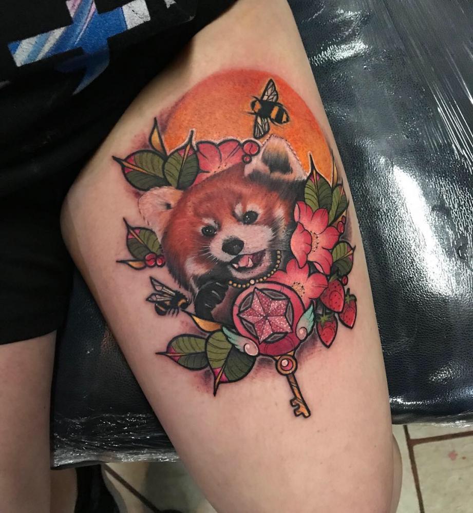 Panda rojo Neotradicional  tatuaje realizado por Dani Latymor