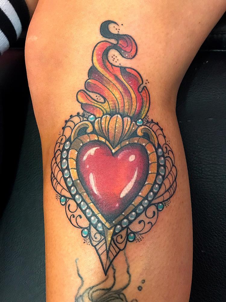 Sagrado corazón  tatuaje realizado por Wendy Martínez