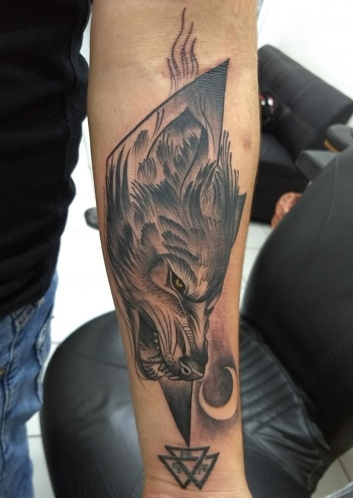 Lobo tatuaje realizado por Checko Palma Tattoo