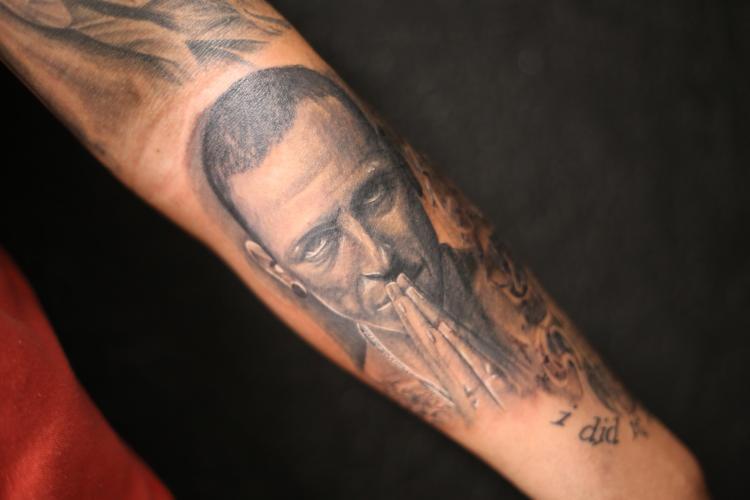 RETRATO CHESTER BENNINGTON tatuaje realizado por Old Gangsters Tattoo Shop