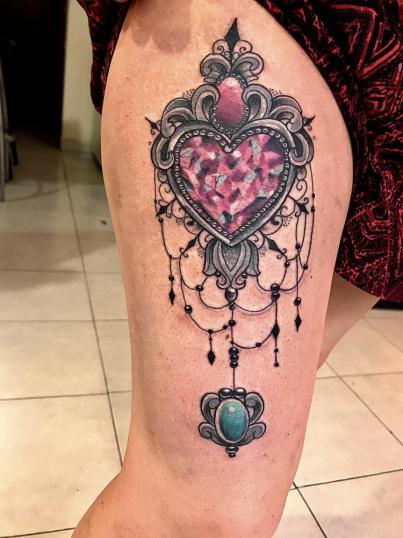 Joya  tatuaje realizado por Wendy Martínez