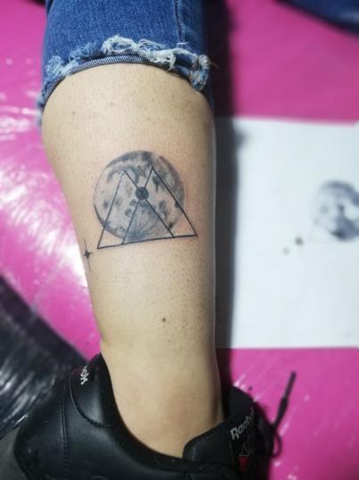 Diseño echo por la cliente  tatuaje realizado por Omar Mendoza