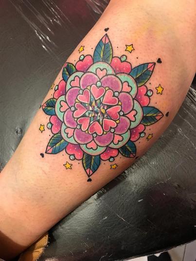 Mándala  tatuaje realizado por Wendy Martínez
