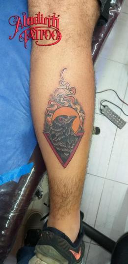 Cuervo tatuaje realizado por Blas Aladid Maya