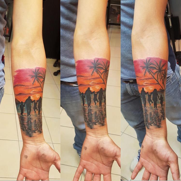 Paisaje y personas  tatuaje realizado por The inkperfect tattoo shop