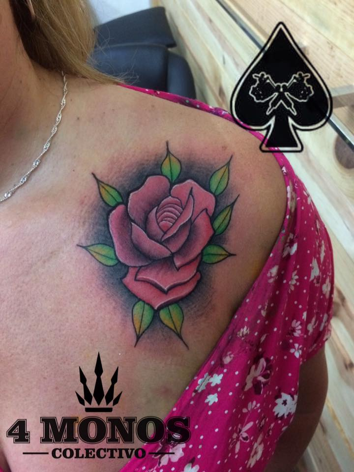 rosa en neotradi tatuaje realizado por Uriel Martínez