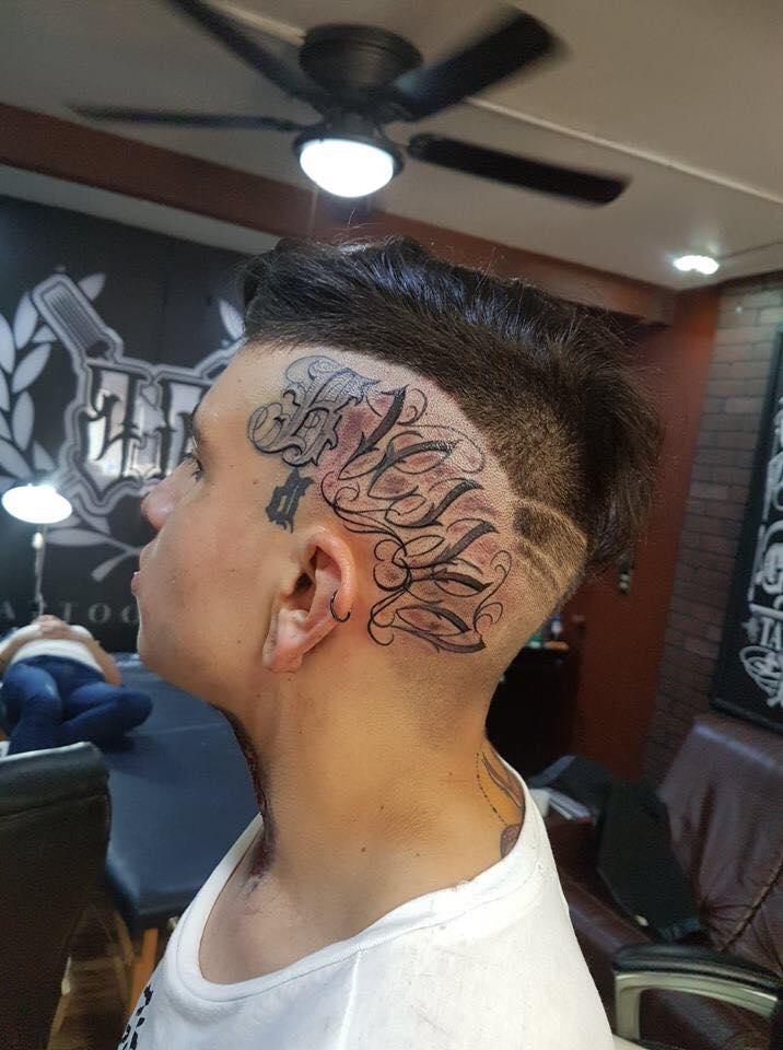 Tatuaje Del Artista Mexicano Baloo Rodríguez Letras En La Cabeza