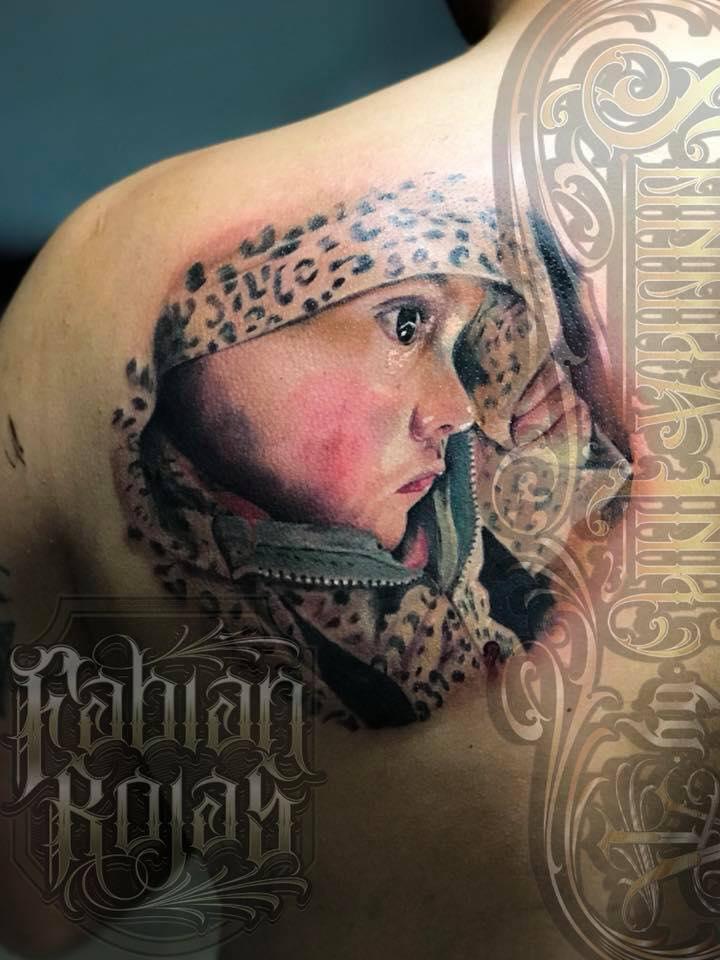 Retrato niño, realismo a color tatuaje realizado por Fabian Rojas