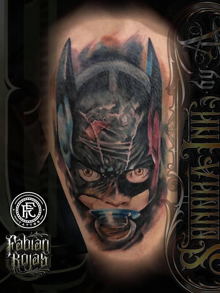Batman bebe, realismo a color tatuaje realizado por Fabian Rojas