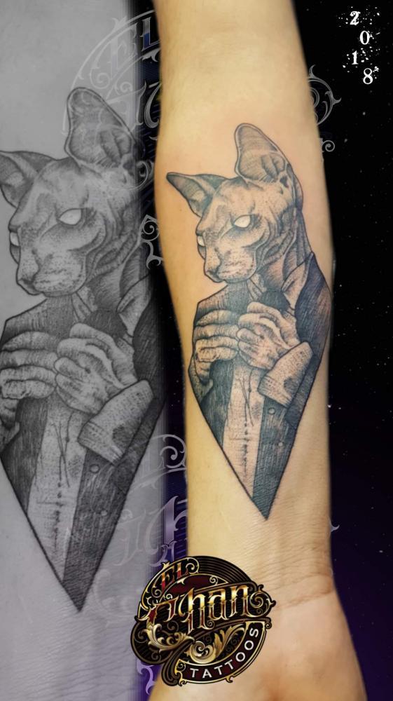 Gato tatuaje realizado por El CHAN Tattoos