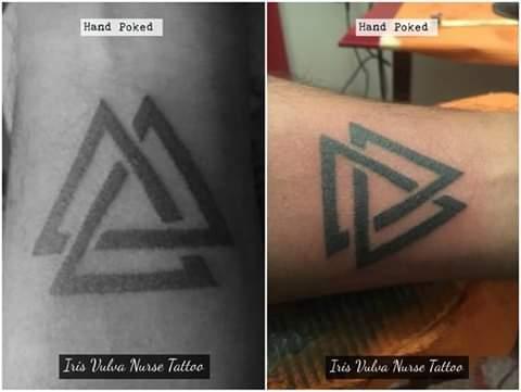 Triada tatuaje realizado por Iris Vulva Nurse