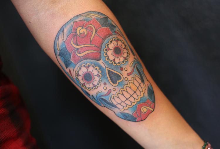 CALAVERA tatuaje realizado por Old Gangsters Tattoo Shop
