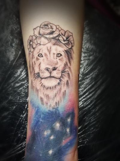 Leon tatuaje realizado por Omar Mendoza