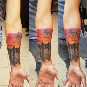 Paisaje y personas  tatuaje realizado por The inkperfect tattoo shop