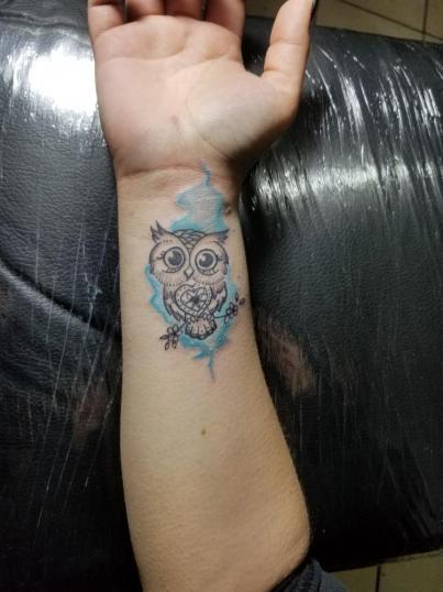 Búho tatuaje realizado por Omar Mendoza