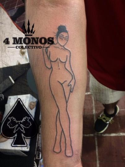 one line  tatuaje realizado por Uriel Martínez