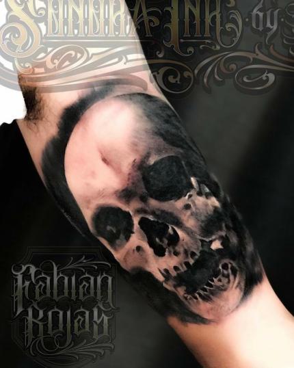 Cráneo, realismo en Black and grey tatuaje realizado por Fabian Rojas