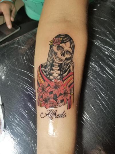 Santita  tatuaje realizado por Omar Mendoza