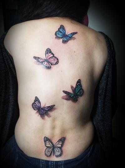 Mariposas 3D tatuaje realizado por Omar Mendoza