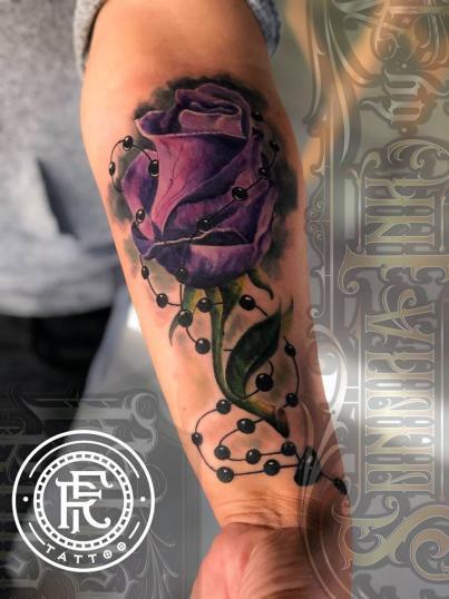 Rosa, realismo a color tatuaje realizado por Fabian Rojas