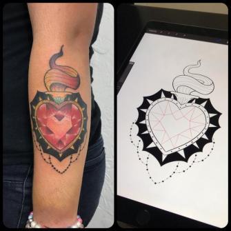 Sagrado corazón  tatuaje realizado por Edgar Salazar