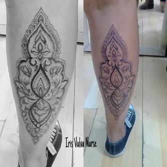 Mandala largo tatuaje realizado por Iris Vulva Nurse
