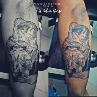 Rostro Escultura quebrada tatuaje realizado por Iris Vulva Nurse