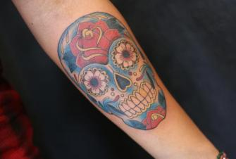 CALAVERA tatuaje realizado por Old Gangsters Tattoo Shop