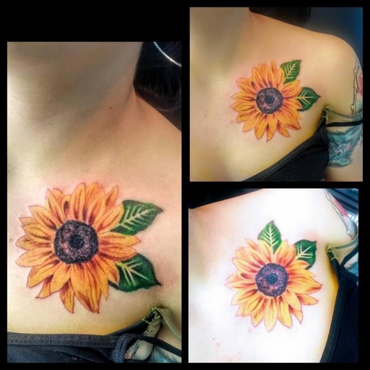Girasol tatuaje realizado por Nowone