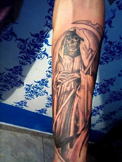 Santa Muerte tatuaje realizado por Rak Martinez
