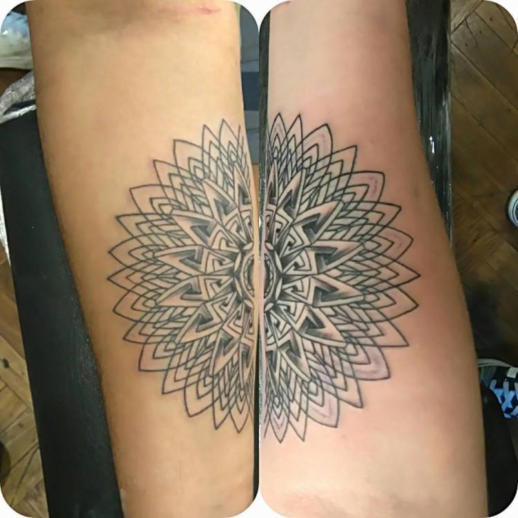tatuaje en pareja tatuaje realizado por Rene pacheco