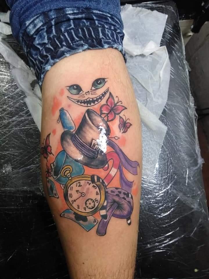Cat Alicia colors tattoo tatuaje realizado por Garabatos Peralta