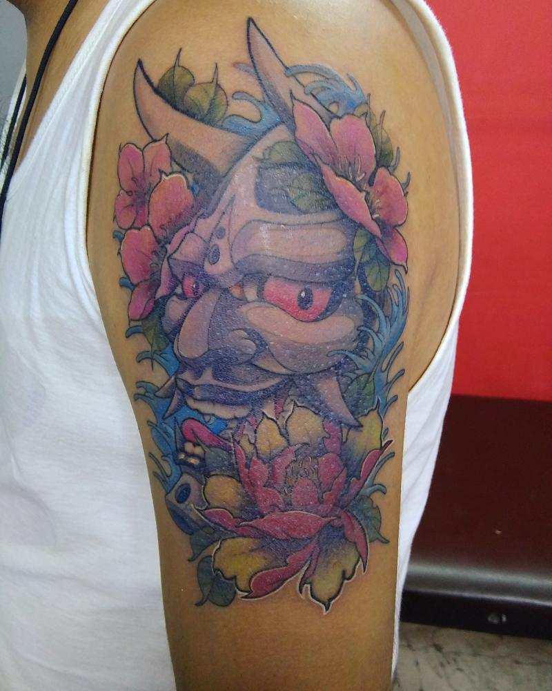 Hannia tatuaje realizado por Ironik tattoo