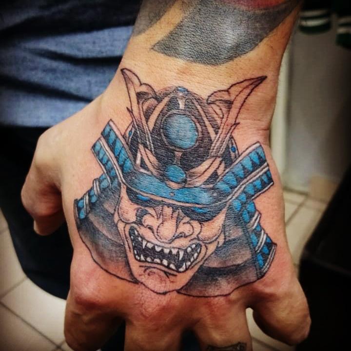 Samurai  tatuaje realizado por Jonathan Aguirre