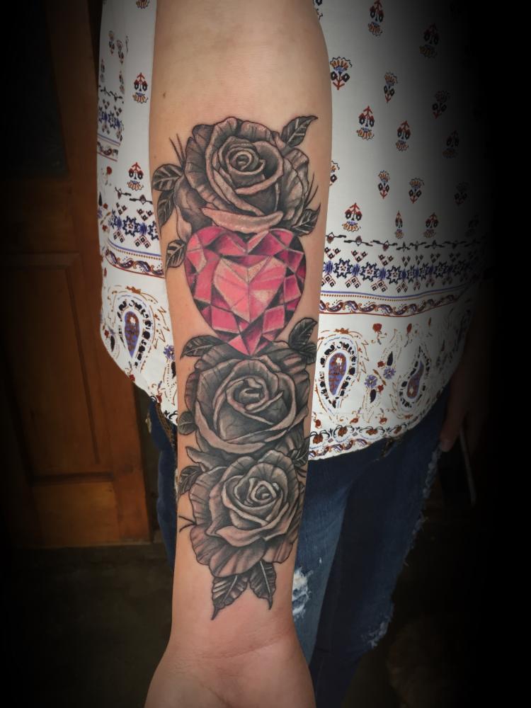 rosas tatuaje realizado por Rene pacheco