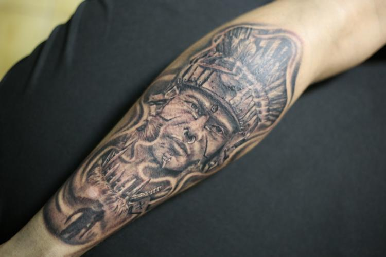 GUERRERO AZTECA tatuaje realizado por Old Gangsters Tattoo Shop