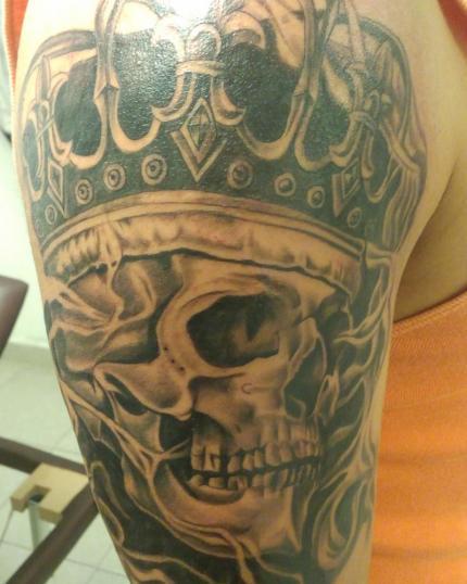 Craneo  tatuaje realizado por Cristopher Ortiz