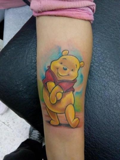 Winnie pooh tatuaje realizado por Victor Hugo Avalos / Cachorro