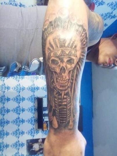 Cráneo prehispánico tatuaje realizado por Rak Martinez