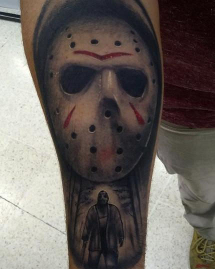 Jason Voorhees tatuaje realizado por AR KY