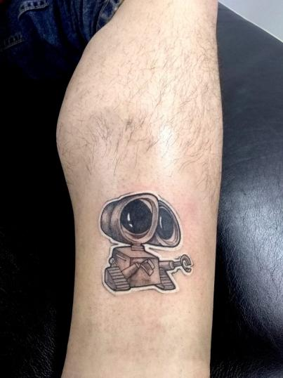 wall-e tatuaje realizado por Adan dados uno