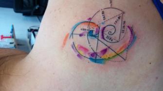Sección áurea  tatuaje realizado por Jonathan Aguirre
