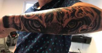 Ojos de tigre tatuaje realizado por Cristopher Ortiz