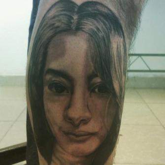 Rostro tatuaje realizado por Cristopher Ortiz