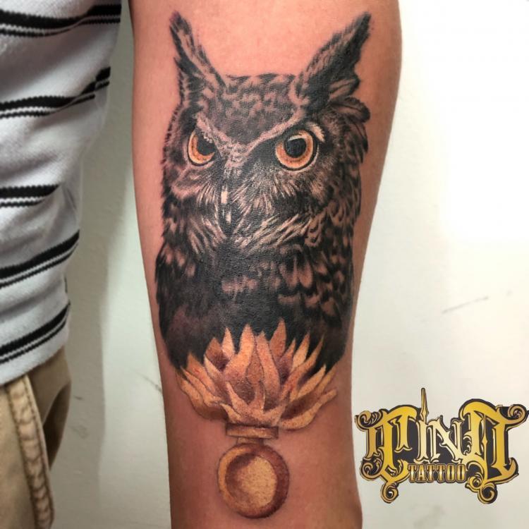 Búho  tatuaje realizado por Edgar Constantino flores (Tino)